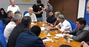 Autoridades políticas do Vale do Ribeira apresentam reivindicações no DER/SP e na Secretaria de Meio Ambiente do Estado.